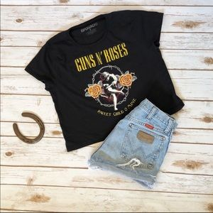 Tops - 💜GUNS N ROSES cropped graphic tee